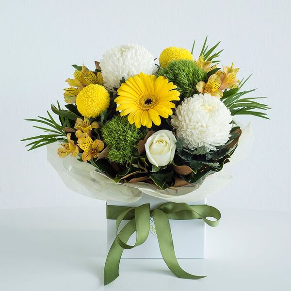Popular yellow and whites box arrangement